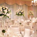 How can you ensure a wonderful wedding decoration in an effortless manner?
